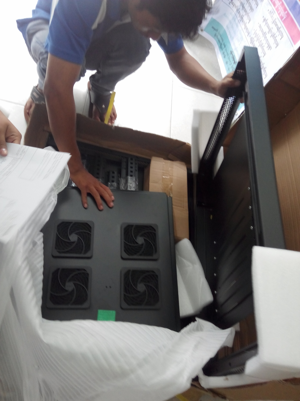delivering the server rack at PDO Foto Nay Lin Thun