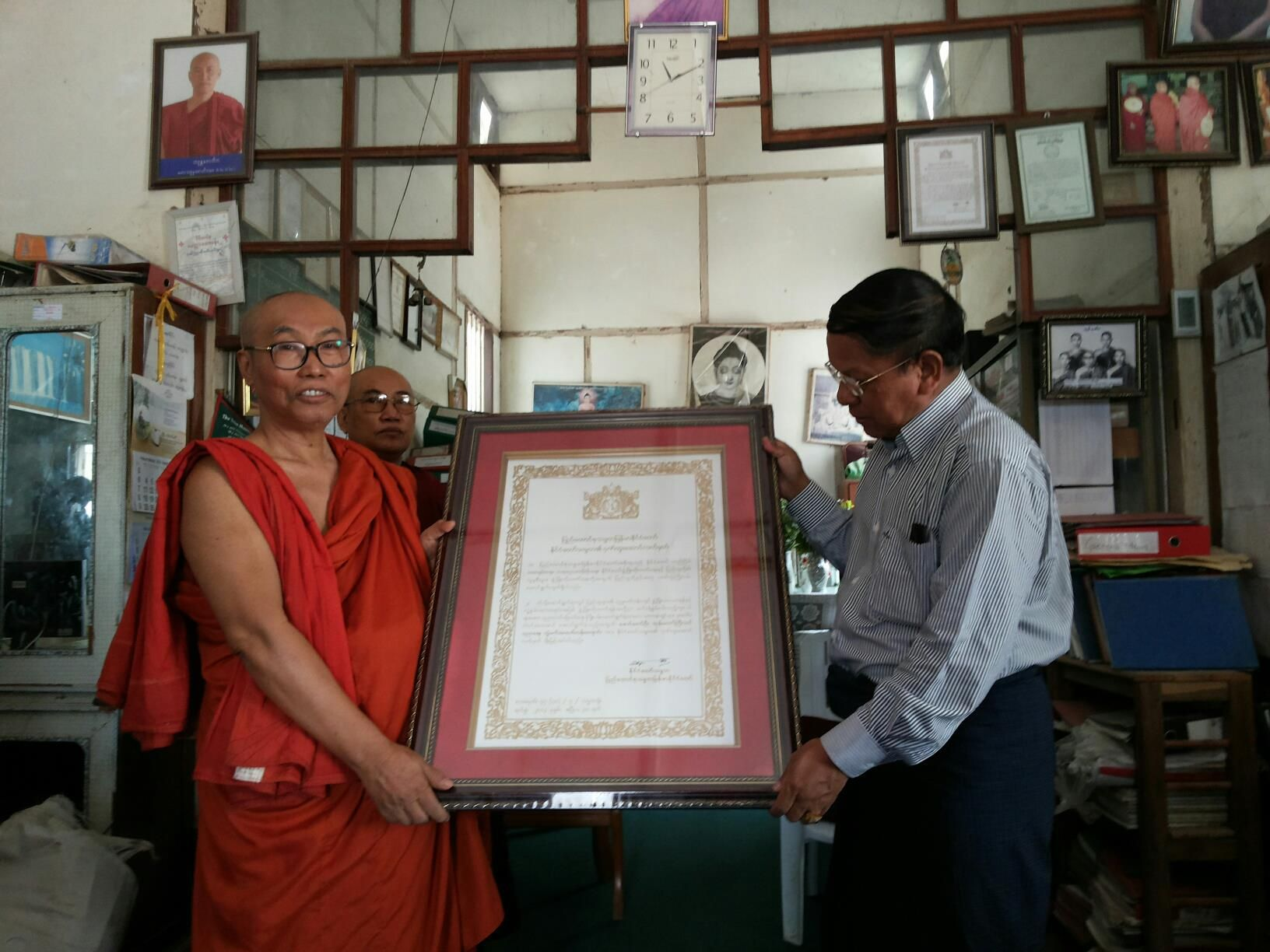 Union of Myanmar: Presidents Excellent Award  für  U Nayaka,  Abt der  Phaung Daw Oo Monastic High-School