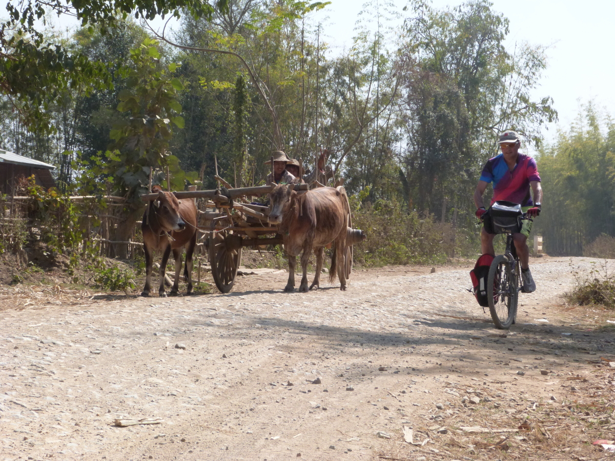 Multivision-Show: More than 1300 km  through Myanmar by bicycle